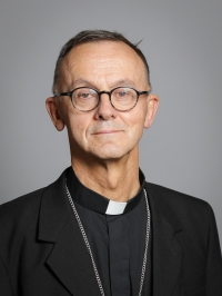 Official_portrait_of_The_Lord_Bishop_of_Worcester_crop_2